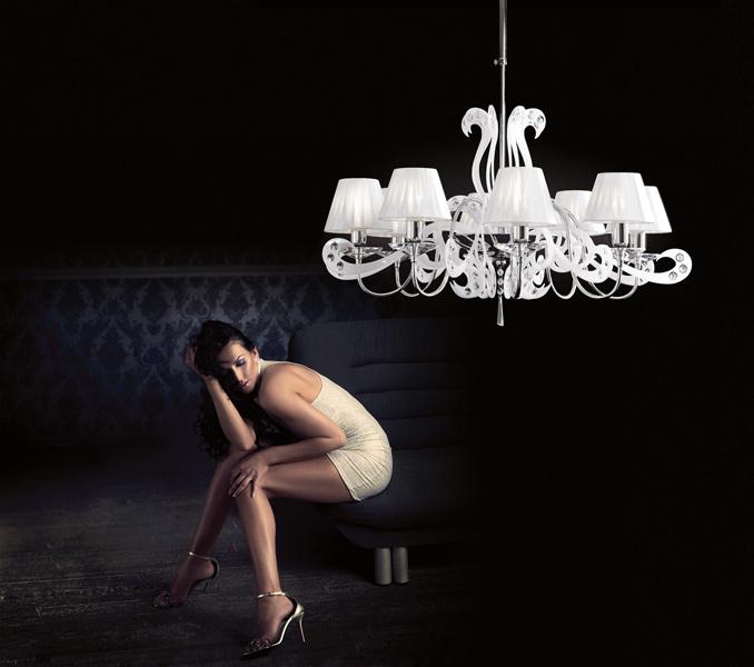 luci e lampadari : Una linea di lampadari a sospensione, lampade e applique moderne in ...
